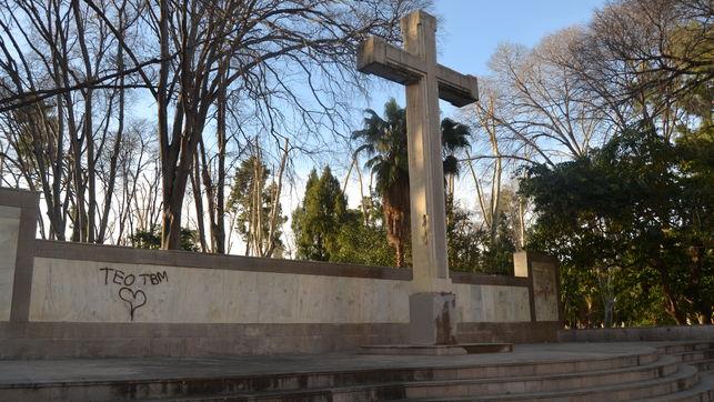 La Desaparició De La Creu Dels Caiguts Del Parc Ribalta és Un Exercici De Maduresa Democràtica