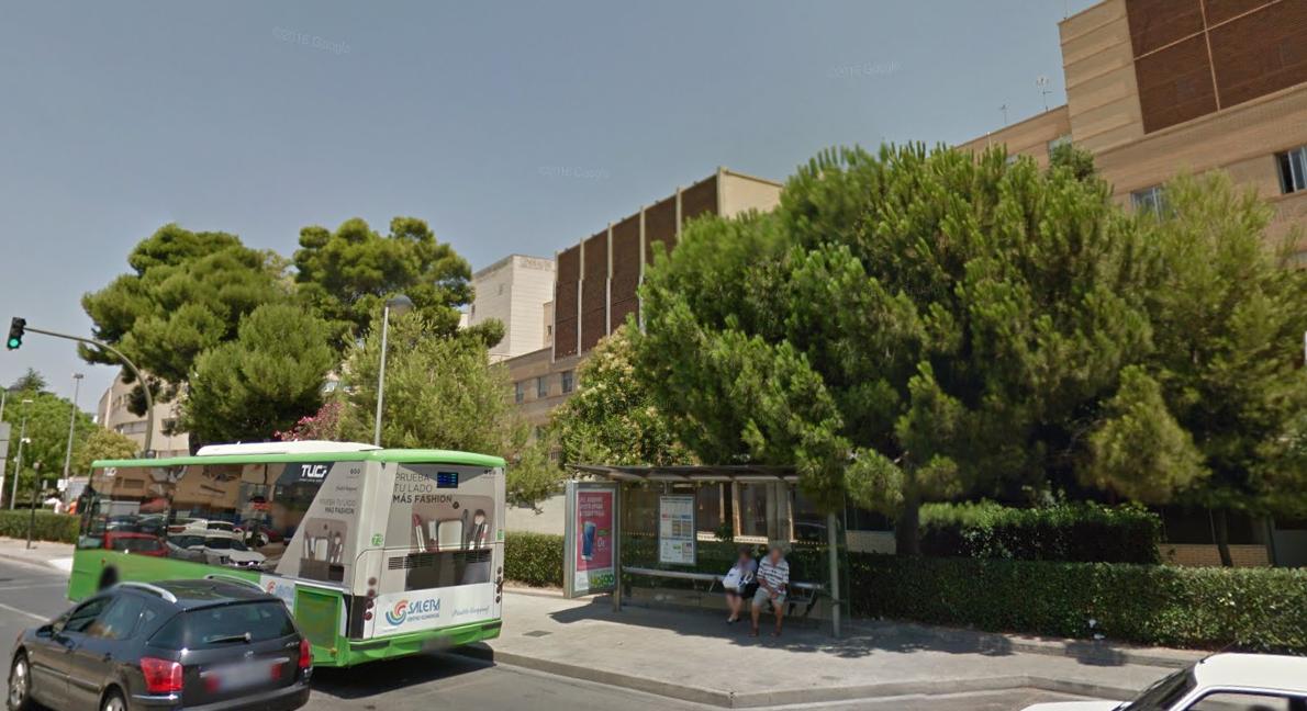 Demanem L'ampliació De Les Marquesines Dels Autobusos Dels Hospitals