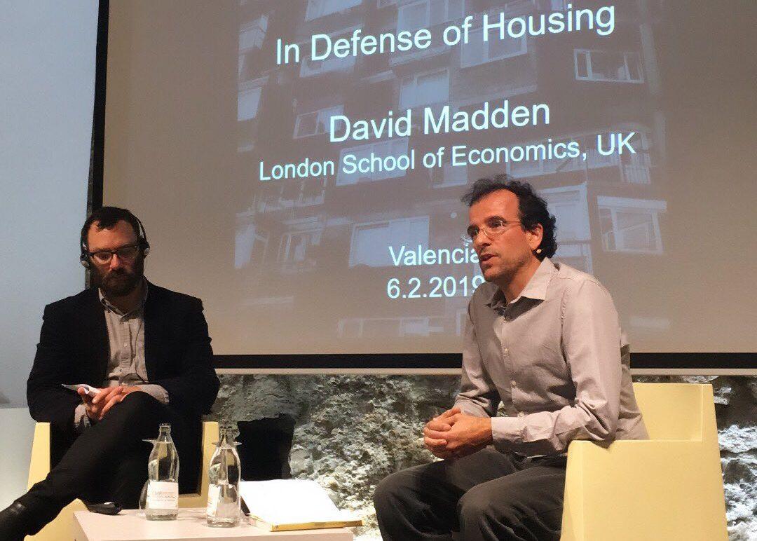 «En Defensa De L'habitatge» De David Madden, Presentat Pel Diputat De CseM Iñaki Vallejo